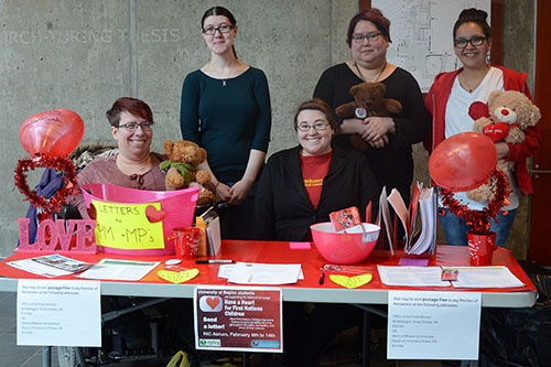 Volunteers with Have a Heart campaign assists students in signing letter to the government demanding equal rights for First Nation communities. Volunteers: Nicole Bear, Carrie Fehr, Sara Wysman, Mikayla Missed, and Daphne Kay. Photo by Madina Azizi.